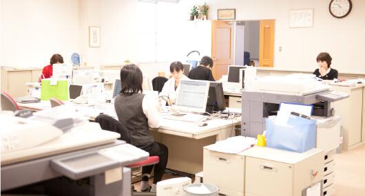 全店舗の品質をマネジメントする食品衛生監視室。